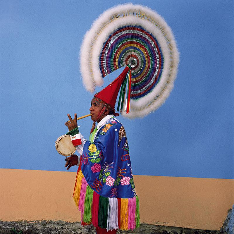Danza de los Quetzales | Quetzal, Xiutetelco (2015) © Phyllis Galembo. Courtesy of the artist.