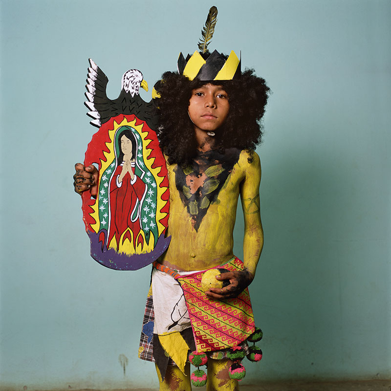 Guadalupe with Woven Cora Bolsa, Nayarit (2012) © Phyllis Galembo. Courtesy of the artist.